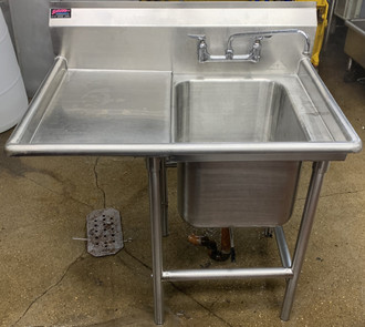 USED Advance Tabco, 1 bay with left hand drain board.