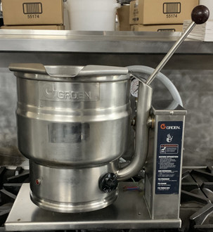 Used Kettle, electric, table top, 10-quart capacity, 2/3 jacket, 304 stainless steel liner, hand tilt, faucet brackets, support console on right, stainless steel construction, 50 PSI, 208/230V, 1 PHASE.