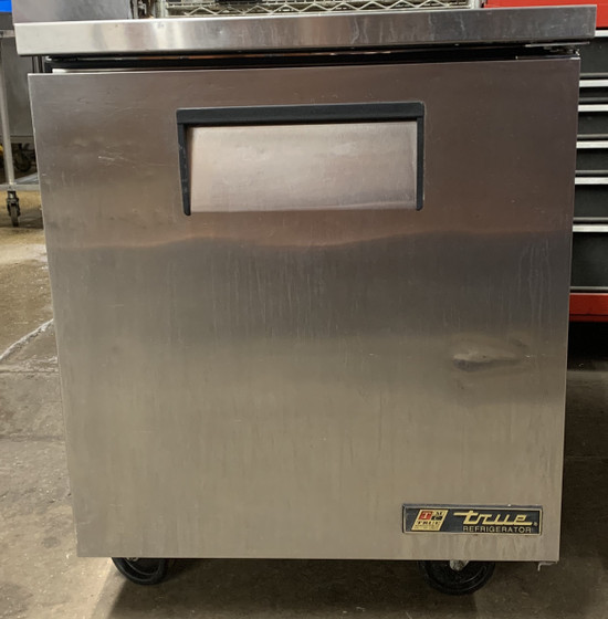 "USED True Undercounter Refrigerator, 33-38° F, stainless steel top & sides, (1) stainless steel door, (2) shelves, clear coated aluminum interior with stainless steel floor, (1) stainless steel door, 5"" castors, R290 Hydrocarbon refrigerant, 1/6 HP, 115v/60/1, 2.0 amps, NEMA 5-15P, cULus, UL EPH Classified, CE, MADE IN USA"