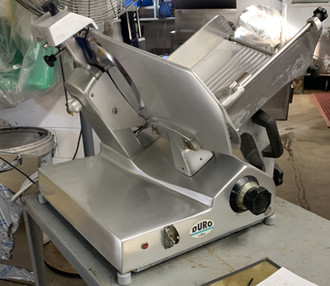 "USED UNIVEX DURO Slicer, gravity feed, manual, 12"" diameter knife, built-in sharpener, belt-driven, permanently attached knife ring guard, anodized aluminum construction, 115V, .37kW, 1/2 hp motor, cETLus, NSF"