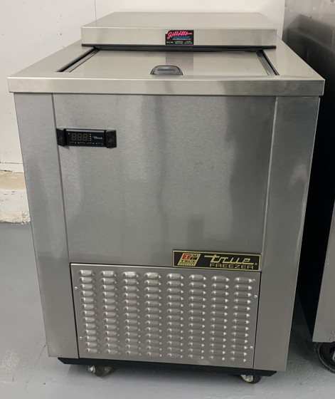 TMW-36F-FT-SD (scratch/dent) Meat well flat top freezer. 115V. 1 phase. 60Hz.