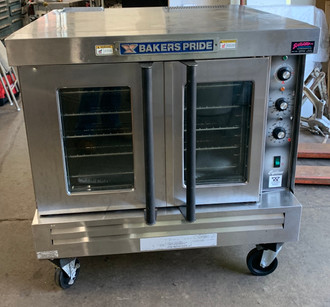"Convection Oven, gas, single-deck, automatic ignition, 60-minute electric timer, temperature adjusts from 167° to 563° F, dual pane thermal glass windows, interior light, (4) heavy duty chrome plated racks, removable 13-rack positions, porcelain interior, stainless steel front & galvanized sides, legs with casters, 1/2 HP with dual-speed control, 3/4"" NPT rear gas connection, 54,000 BTU, cETLus, ETL-Sanitation"