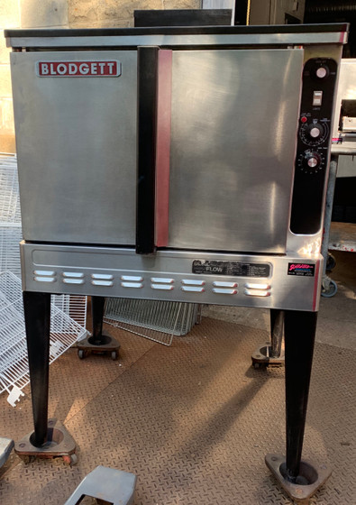 """USED Blodgett Convection Oven, LP gas, single-deck, standard depth, capacity (5) 18"""" x 26"""" pans, (SSD) solid state digital controls, 2-speed fan, interior light, simultaneous operated doors with glass, stainless steel front, sides & top, 1/2 HP, 55,000 BTU, CSA, NSF, CE"""
