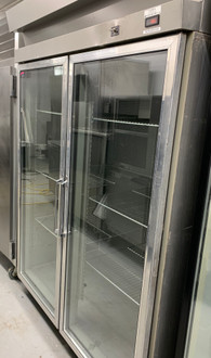 HOBART DA2-5 (2) GLASS DOOR REFRIGERATOR (IFS131)