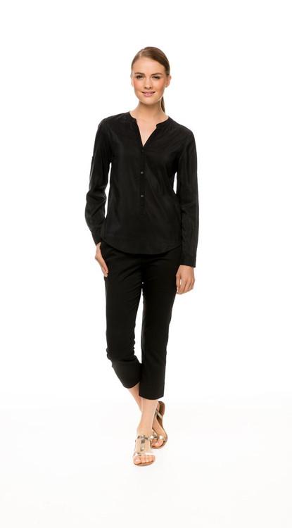 Long Sleeve Shirt in black, with Capri Pant in black