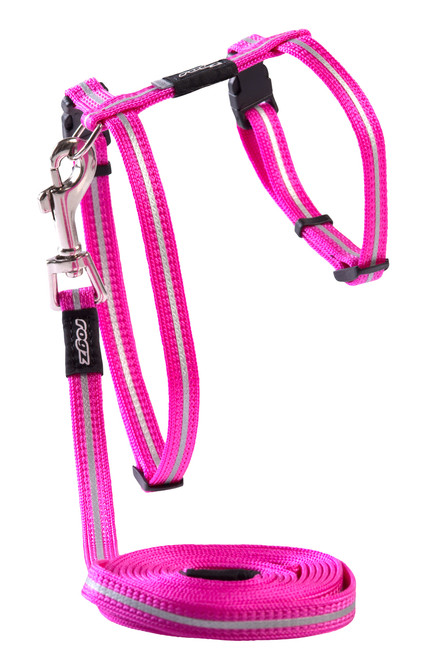 Rogz Catz Alley Cat Small 11mm Fixed Cat Lead and Adjustable Cat H-Harness combination is reflective to ensure your kitty is seen even on the darkest nights when out for a stroll.  Back to the basics, Alley Cat harnesses and leads are made from snag-proof webbing with a specially developed weave to prevent running and an upgraded, screenprinted reflective nylon.  There are no open ends or sharp edges and matching collars are available. The Lead is 1.8m long and the Harness adjusts from 24-40cm. Suitable for most cat breeds and sizes.