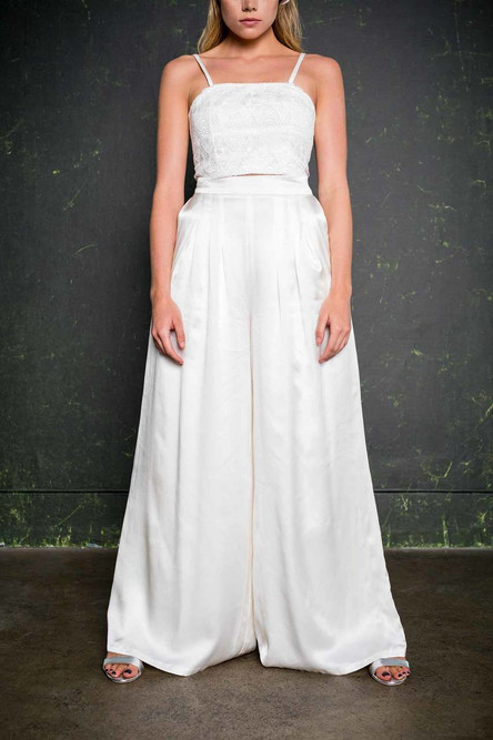 Introducing our incredible bridal trousers. The Torres are wide legged palazzo pants with a high-waisted fit, complete with flattering pleats at the front and back and of course, pockets.