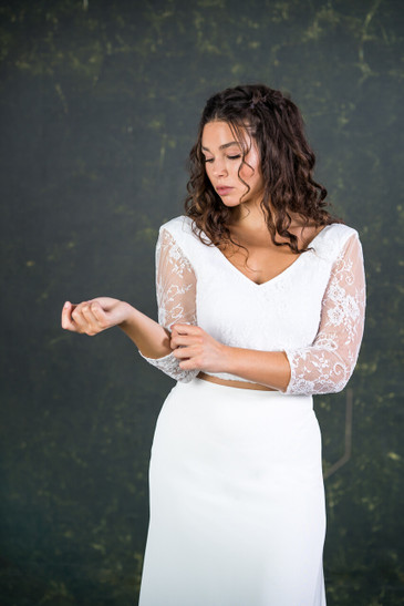 The McNamara offers a soft V-shape at the front and back ensuring you showcase that gorgeous décolletage whilst the traditional lace illusion sleeves nod towards 'classic' bridal. This bridal top can be worn with all House of Ollichon skirts, trousers and culottes.
