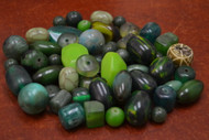 "200 Pcs Assort Green Resin Plastic Beads 1/2"" - 1 1/4"""