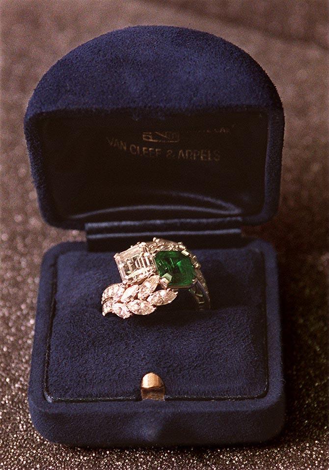 jackie-kennedy-s-2-stone-bridal-ring-from-john-kennedy-redesigned-by-van-cleef-arpels.jpg