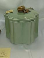 Lyvrich Fine Handmade d'oro Ormolu Elegant Porcelain - Decorative Box - Celadon Minuscule Crackle - 7.5t X 8w X 7d