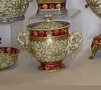 Chinese Red and Fern Green - Luxury Handmade Reproduction Chinese Porcelain - 10 Inch Decorative Covered Pot Style 166