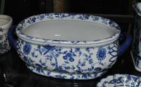 Style 591 - Bleu et blanc délicat fleur de vigne - Luxury Handmade Reproduction Chinese Porcelain - Medium 16 Inch Foot Bath, Centerpiece Planter - Style 591
