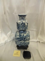 Lyvrich Outstanding Handcraft Porcelain - Doppia Cubo Ottagonale Mantel Vase - Indigo Blue and Solid White Pagoda Theme - Octagon 16.5t X 7w X 7d