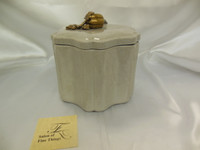 Lyvrich Fine Handmade d'oro Ormolu Elegant Porcelain, Decorative Box, 7.5t X 8w X 7d