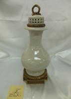 Lyvrich Fine Handmade d'oro Ormolu Elegant Porcelain - Centerpiece, Potiche Jar, Mantel Urn - 15.5t X 7w X 7d