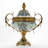***Lyvrich d'Elegance, Porcelain and Gilded d'oro Brass   بالوان جميلة على البيت الابيض   Covered Jar   Urn Centerpiece   18.91t X 16.74w X 11.03d   6419