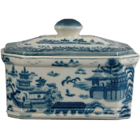 Blue and White Porcelain Decorative Box with Cover